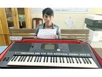 Hoc trò ăn cắp đàn Organ của chính thầy dạy nhạc cho mình