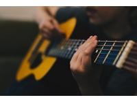 """Học chơi đàn guitar – Những lý do khiến việc học """"khó khăn"""" hơn"""