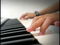 Học chơi đàn organ Yamaha – Sử dụng tay như thế nào?