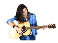 """Học đàn guitar Yamaha – Những """"bí mật"""" có thể bạn chưa biết"""