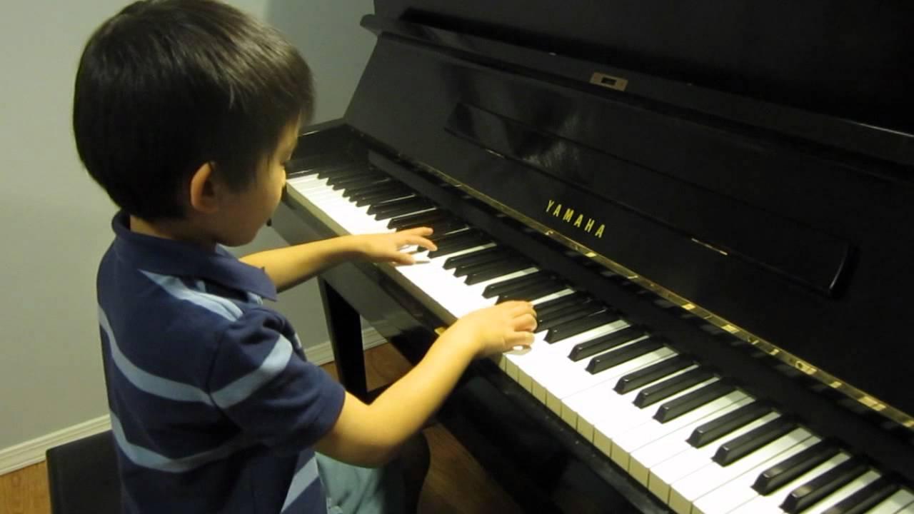co nen cho be trai hoc dan piano