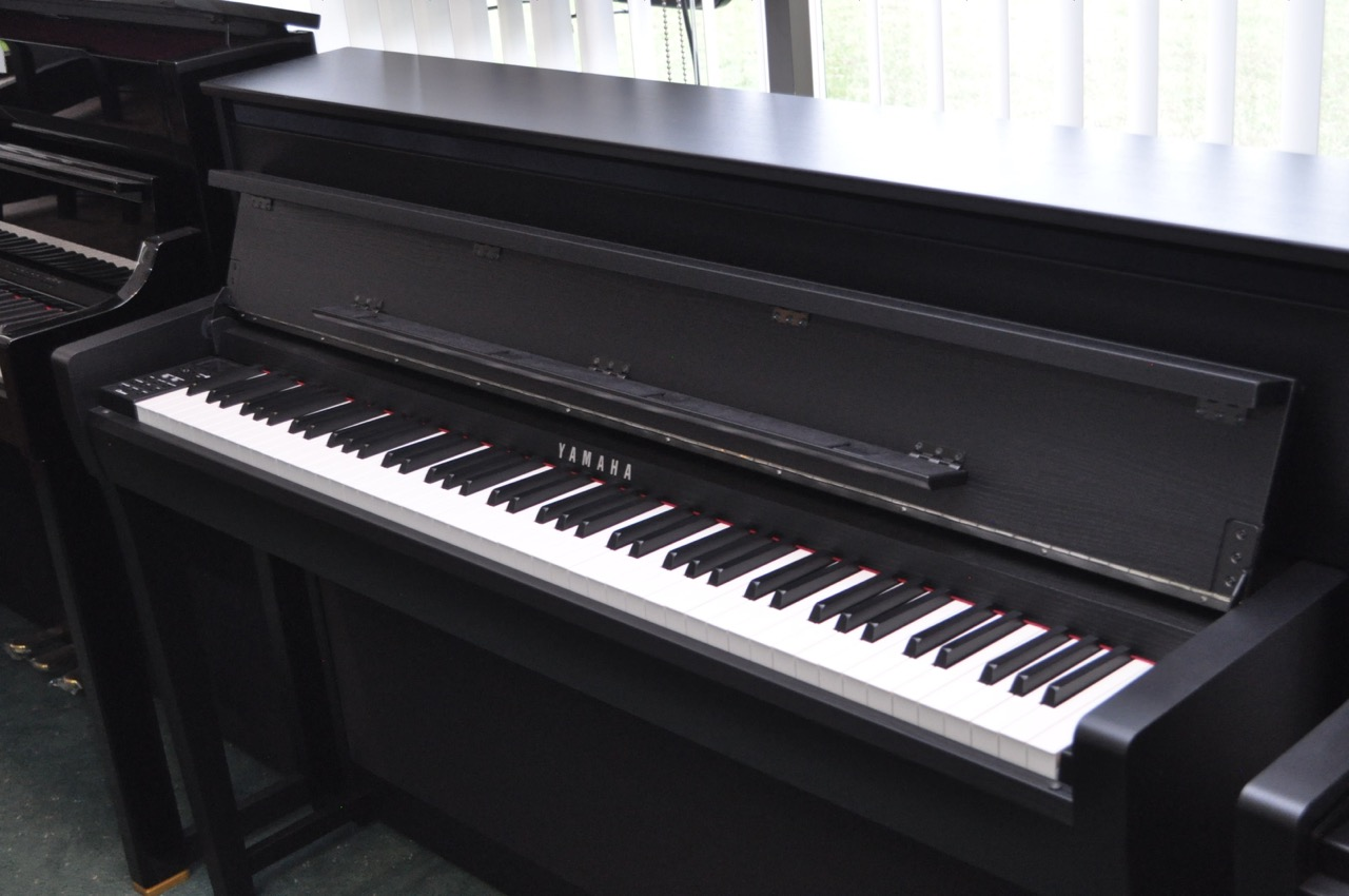 Yamaha Clavinova CLP-685B Digital Piano